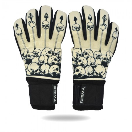 Striker Grip | Skin black keeping with best  glove for training